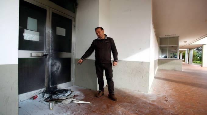 Vandali scatenati a scuola appiccati tre incendi nella - Isis gobetti volta bagno a ripoli fi ...