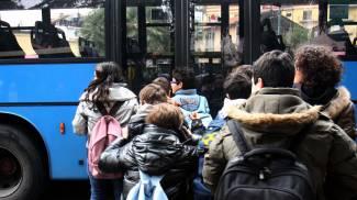 Autobus gratis per tutti gli studenti delle medie