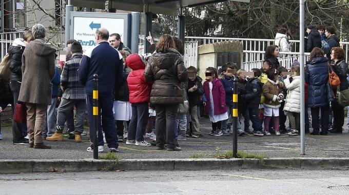 Terremoto a Siena: gente in strada per le forti scosse (Ansa)