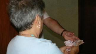 """Truffata con il trucco delle """"banconote false"""": anziana perde tutti i suoi risparmi"""