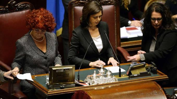 """Quirinale, a vuoto la prima votazione. Renzi: """"Il nome è Mattarella"""". Ira Cav"""