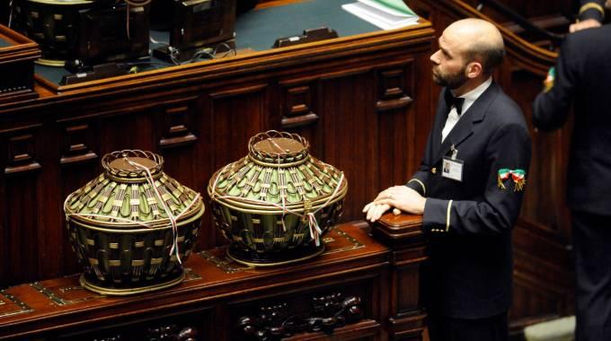 """Colle, via al secondo voto / DIRETTA. Renzi: """"Il nome è Mattarella"""". Ira Cav"""