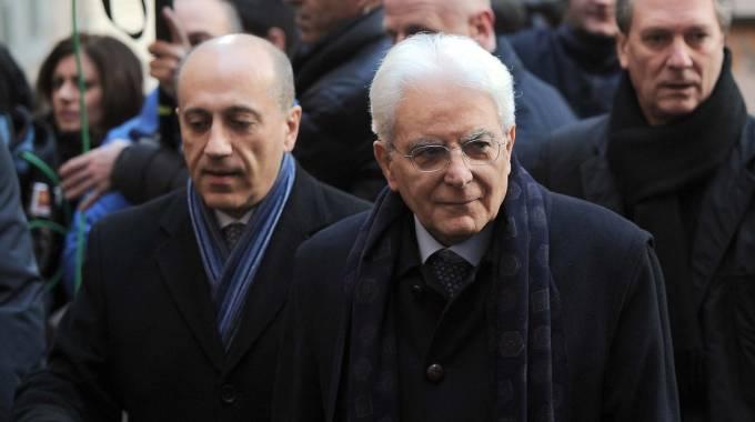 Mattarella, primo giorno da presidente. Messa e camminata, poi da Napolitano. A Ciampi: 'Capisci le mie preoccupazioni'