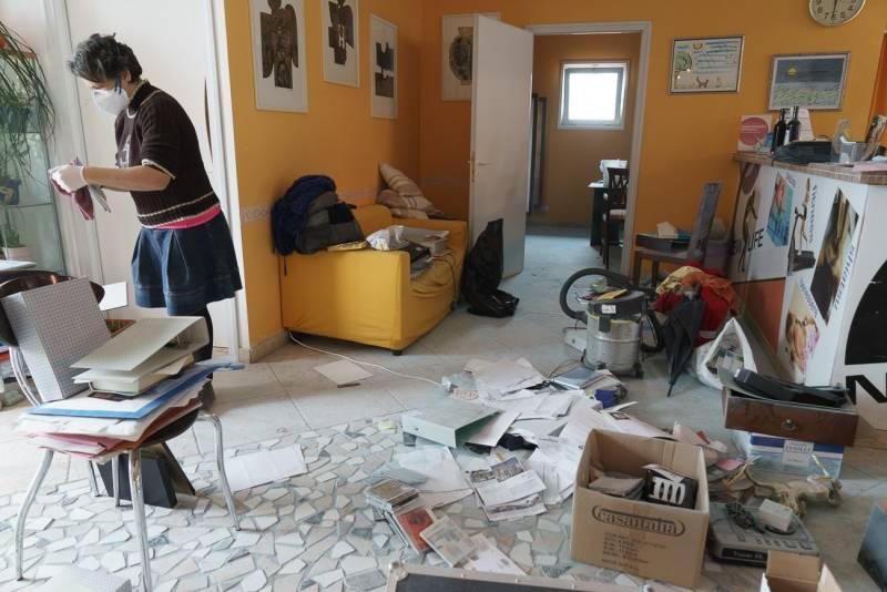 Ladri sfondano il muro della palestra con un martello for Mobilia fano