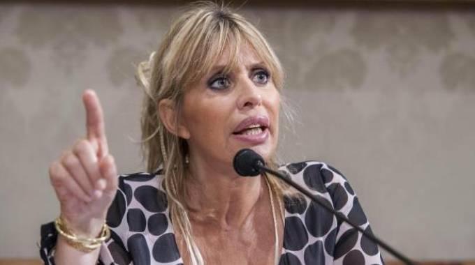 Alessandra Mussolini in ateneo a Firenze fra le proteste