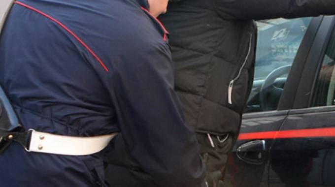 Il tunisino arrestato mentre rubava rame in un'azienda, aveva riportato lesioni a una costola