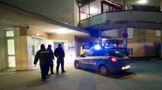 Semina il panico al pronto soccorso: medici barricati nelle stanze