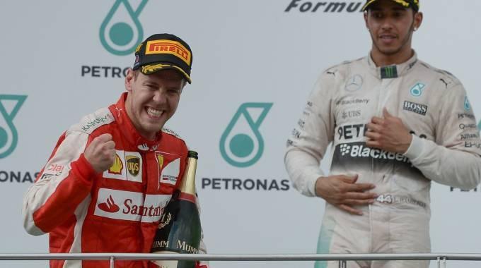 """F1, trionfa Sebastian Vettel su Ferrari, dietro le Mercedes. Quarto Raikkonen. Il tedesco esulta: """"Li abbiamo battuti"""""""