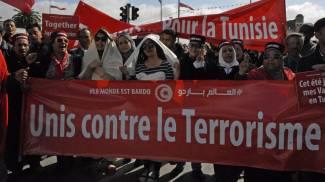 Tunisi, marcia contro terrorismo. Renzi e la Boldrini presenti. Ucciso capo attentatori al Bardo