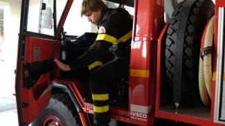 Cascine, pomeriggio di incendi: veicoli distrutti