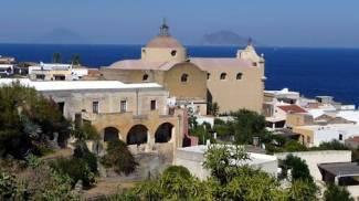 Isole Eolie, arrestato il sindaco di Santa Marina di Salina: l'accusa è di peculato