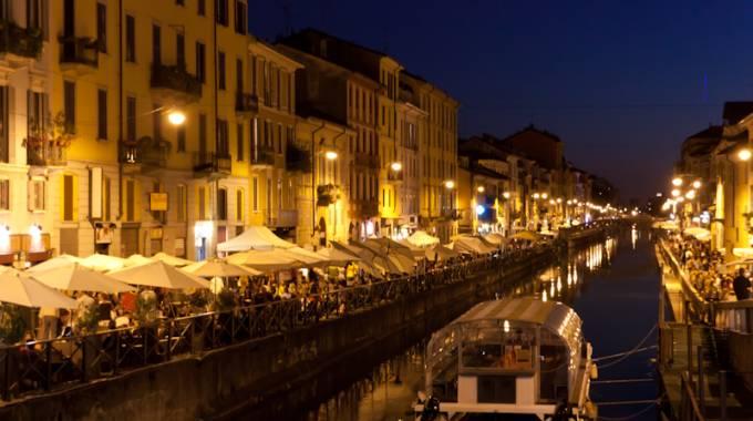 Liguori scrive la storia sull acqua dei navigli il giorno for Il naviglio grande ristorante
