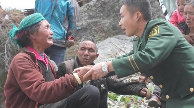 Terremoto in Nepal, oltre 2000 morti. Nessuna notizia di due fratelli fiorentini. Nuova scossa: magnitudo 6.7