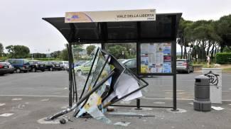 Pensilina distrutta: incidente o vandalismo?