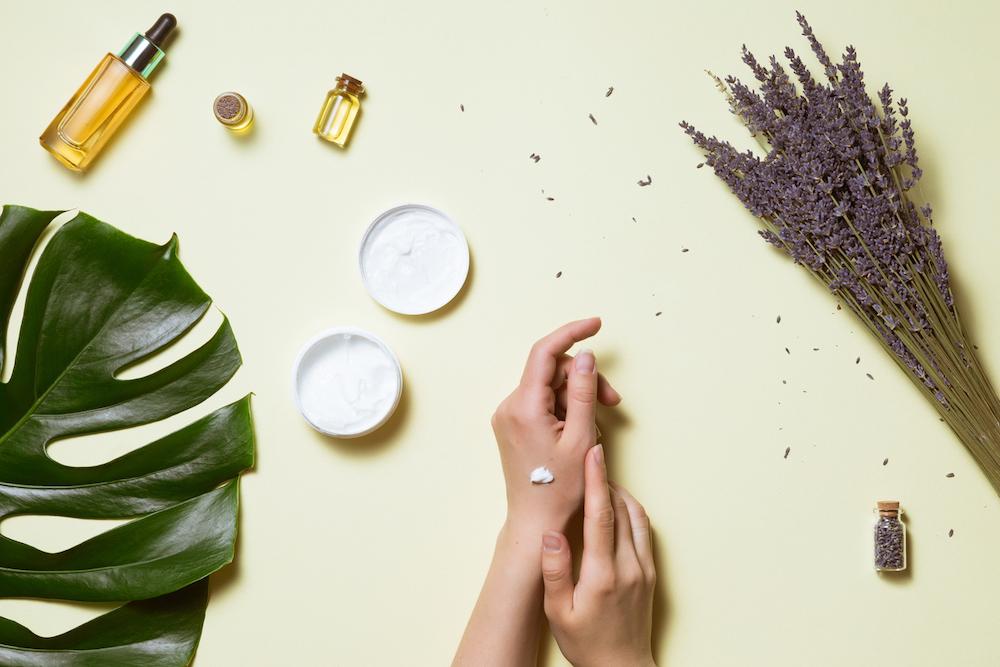 maschera di bellezza mani con ingredienti naturali